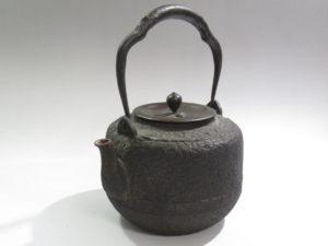 龍文堂造 鉄瓶 岩肌 道安形 銅蓋星摘1
